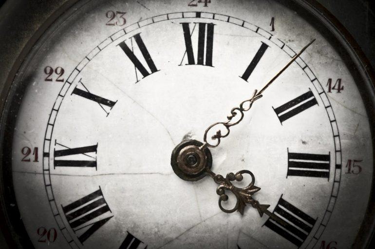 tarcza zegara stojącego