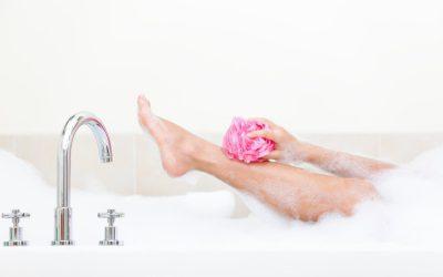 kobieca noga w wannie